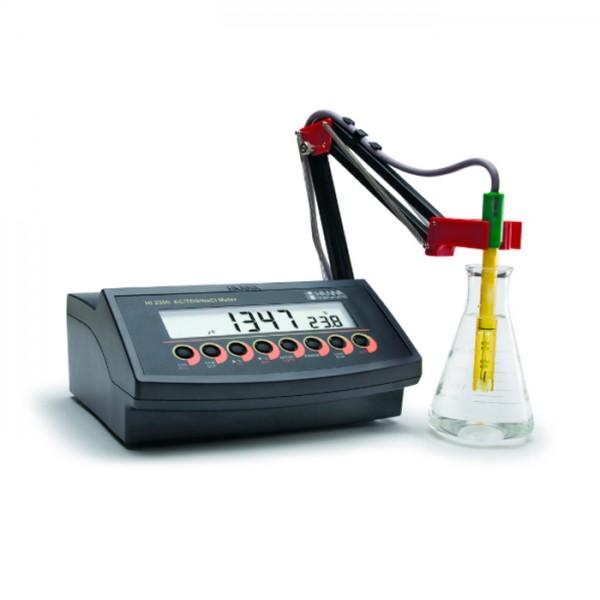 Autoranging Benchtop EC / TDS / medidor de salinidad con ATC HI2300-01 Hanna
